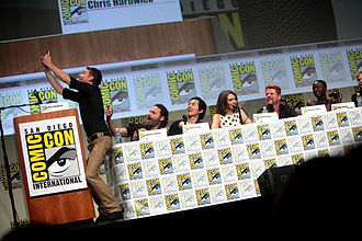 Panel discussion - The Walking Dead panel host Chris Hardwick takes a photo with actors Andrew Lincoln, Steven Yeun, Lauren Cohan, Michael Cudlitz, and Danai Gurira at the 2014 Comic-Con.