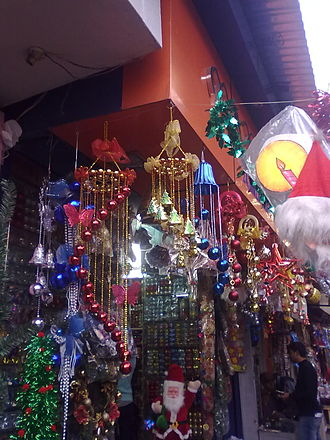Public holidays in India - Shops selling Christmas decorations in Kolkata.