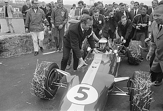 Colin Chapman - Chapman congratulates driver Jim Clark, after winning the 1967 Dutch Grand Prix on the Lotus 49 and Cosworth DFV's race debuts