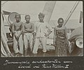 Collectie NMvWereldculturen, RV-A102-1-15, 'Javaansche contractanten aan boord van de Prins Willem II'. Foto- G.M. Versteeg, 1903-1904.jpg