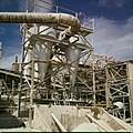 Collectie Nationaal Museum van Wereldculturen TM-20029774 Fabriek van de Mijnmaatschappij Curacao Curacao Boy Lawson (Fotograaf).jpg