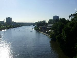 English: The Credit River flowing through the ...