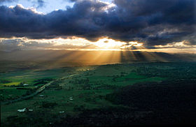 Crepuscular ray sunset from telstra tower edit.jpg