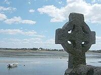 200px-Croix-celtique-Saint-Cado dans COURS d'EAU-RIVIERES de France