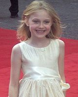 Dakota Fanning cropped.jpg