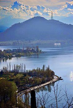 Dal Lake, Srinagar, Kashmir.jpg