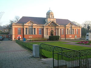 Dartford - The Library and Museum with the war memorial in front