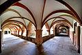 Der Kreuzgang des Klosters Bronnbach.jpg