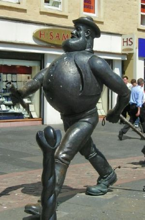 Desperate Dan - The statue of Desperate Dan in Dundee City Centre alongside a statue of Beano character, Minnie the Minx.