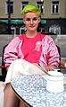 Die Friseurin Maibritt, hier vor der 24grad Kaffeerösterei auf dem Engelbosteler Damm, Hannover, ist zuständig für die Dekoration für das Fuchsbau Festival 2013 im Musiktheater Bad,II.jpg