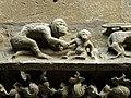 Die Laudenbacher Bergkirche, Affen auf dem Gesims über dem Hauptportal.jpg