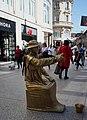 Dijon Statue humaine Bd de la Liberté (2).jpg
