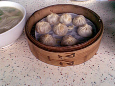 http://upload.wikimedia.org/wikipedia/commons/thumb/d/d9/DinTaiFung%EF%BC%BFXiaoLongBao_CrabOil.jpg/230px-DinTaiFung%EF%BC%BFXiaoLongBao_CrabOil.jpg