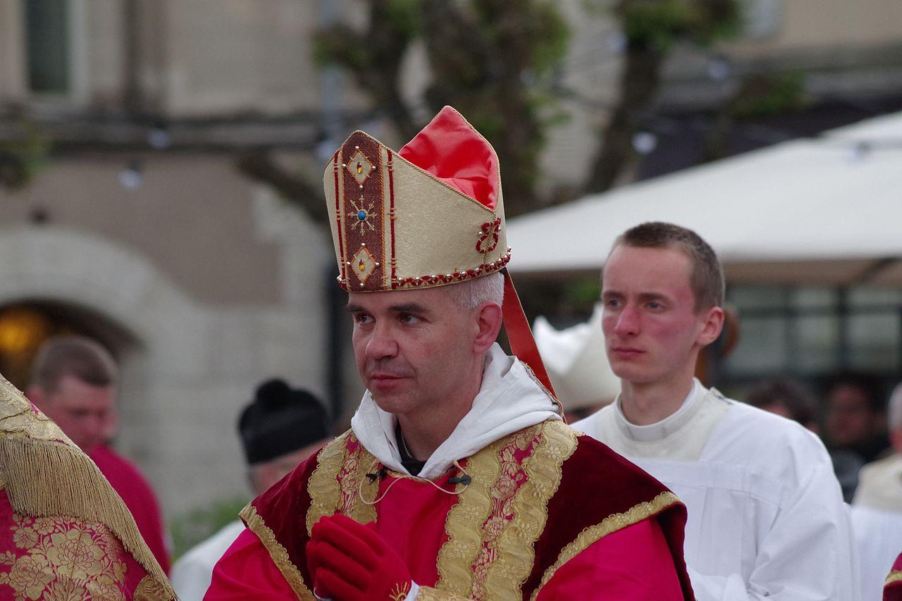 Resultado de imagem para Dom Jean PATEAU Abbé de Notre-Dame de Fontgombault (