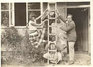 Stephen Tomlin - Tomlin poses with his lover Dora Carrington in the 1920s