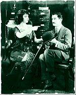 Insieme a James Rennie in una scena di di Remodeling Her Husband