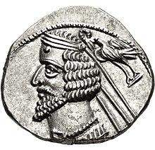 Drachm of Phraates IV, Mithradatkirt mint.jpg