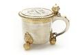 Dryckeskanna av silver med lock, handtag och tre gjutna kulfötter - Skoklosters slott - 91994.tif