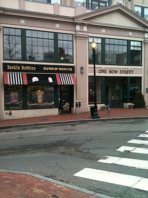 Good Will Hunting - The Baskin-Robbins/Dunkin' Donuts, in front of which Will mocked Harvard student Clark