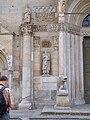 Duomo Fidenza decorazioni portale centrale.jpg