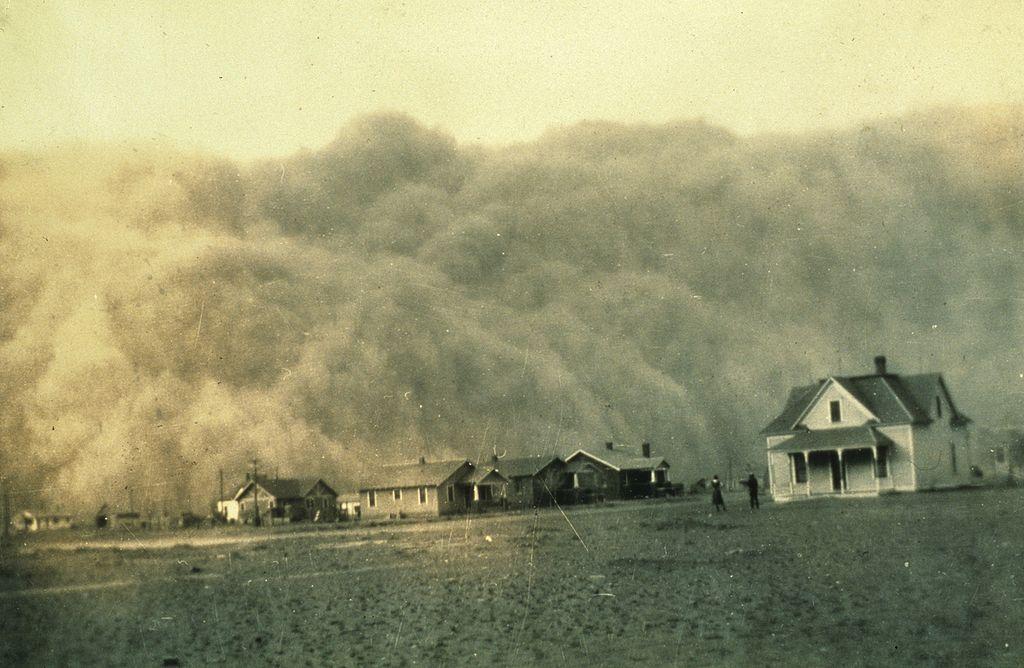 1935年、テキサス州スタートフォードに接近するダストストーム/Wikipediaより引用