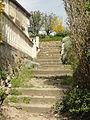 Duvy (60), escalier de l'église depuis la rue de Senlis.JPG