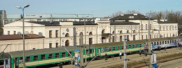 http://upload.wikimedia.org/wikipedia/commons/thumb/d/d9/Dworzec-w-Bialemstoku.jpg/640px-Dworzec-w-Bialemstoku.jpg?uselang=ru