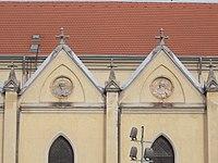 Egek Királynéja-templom, oromfal portrék, bal 5 és 6, 2018 Újpest.jpg