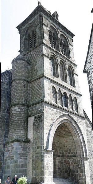 L'église St Mathieu de Salers en restauration 303px-Eglise_st_Matthieu_Salers