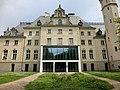 Eingang Jagdschloss Glienicke Juli 2014 - panoramio.jpg