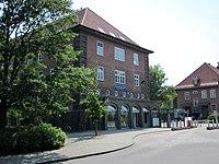 Eingang zur Polizeikaserne der Bereitschaftspolizei Hamburg in Hamburg-Alsterdorf.jpg