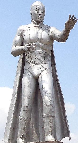 El Santo - Statue of El Santo at Tulancingo