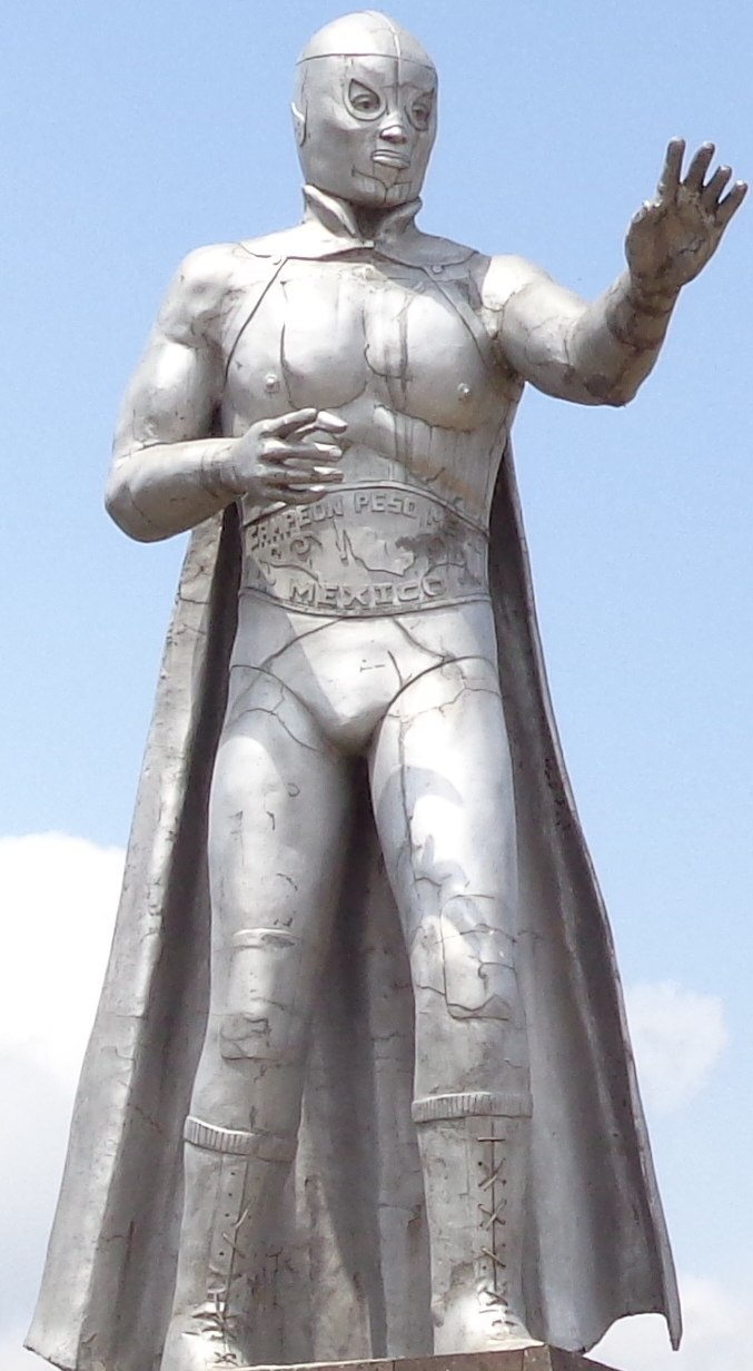 El Santo statue