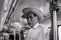 El vendedor de merengues viajando en el Metrobus de la CDMX.tif