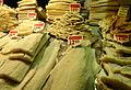 Etalage de morue séchée au marché à Barcelone.JPG