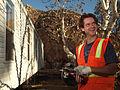 FEMA - 33777 - FEMA contractor sets up a mobile homes in California.jpg