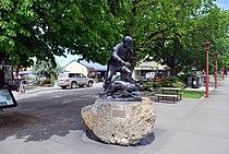 Fairlie James McKenzie Statue.JPG