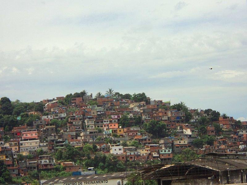 File:Favelas em Niterói RJ.JPG