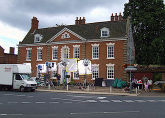 Kingdom (UK TV series) - Filming of the second series outside Oakleigh House in 2007