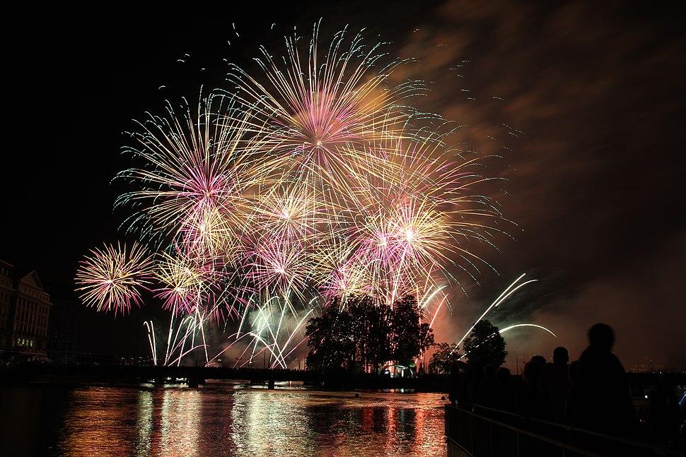 Fireworks at the Fêtes de Genève 2012 - panoramio (54)