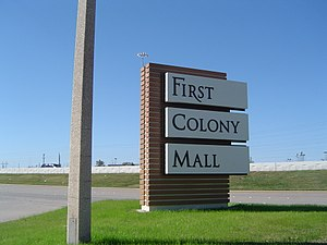 First Colony Mall - Sign at I-69/US 59 freeway entrance
