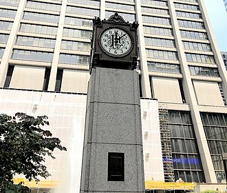 Chase Tower (Chicago) - The First National Clock, located in Chase Tower's Exelon Plaza.