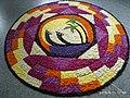 Цветочный ковер Pookkalam Onappookkalam в Nithyananda Ashram Hosdurg 2019.jpg