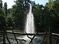 Fontäne im kleinen Teich im Juni 2011 - panoramio.jpg