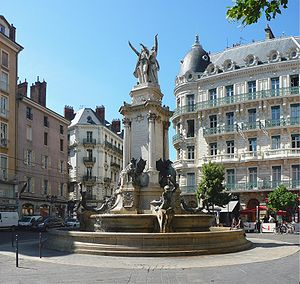 Isère - Image: Fontaine trois ordres Grenoble