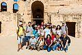 Foto de grupo del curso de QI, Anfiteatro de El Jem, Túnez, 2016-09-04, DD 76.jpg
