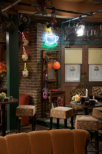 The Pilot (Friends) - The set of Central Perk, where many scenes in the episode were filmed.