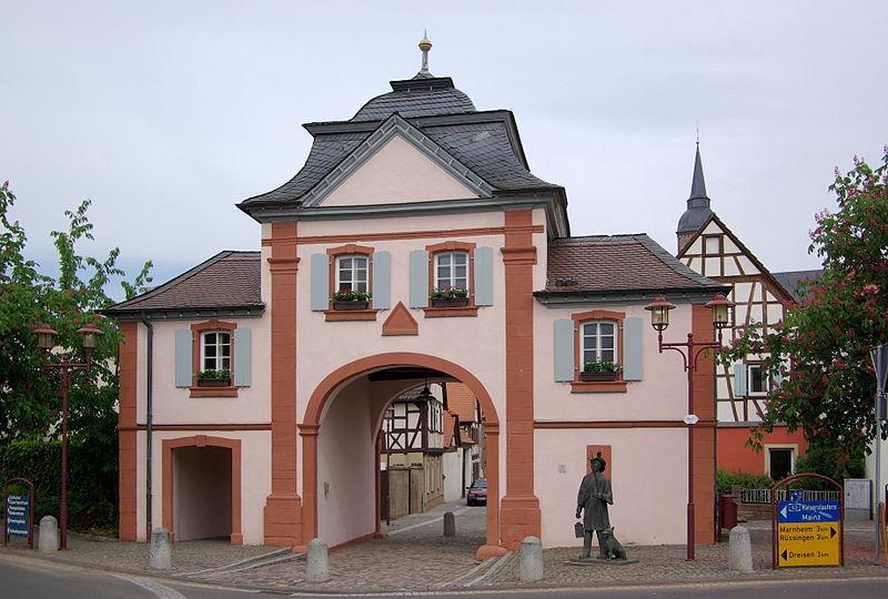 File:Göllheim BW 2011-05-12 11-27-06.JPG