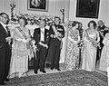 Galadiner in de Ambassade van Oostenrijk . Koningin Juliana, Scharf, Dr. G. Afus, Bestanddeelnr 912-4943.jpg