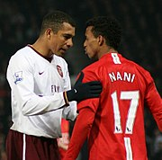 Gilberto Silva discussing with Nani